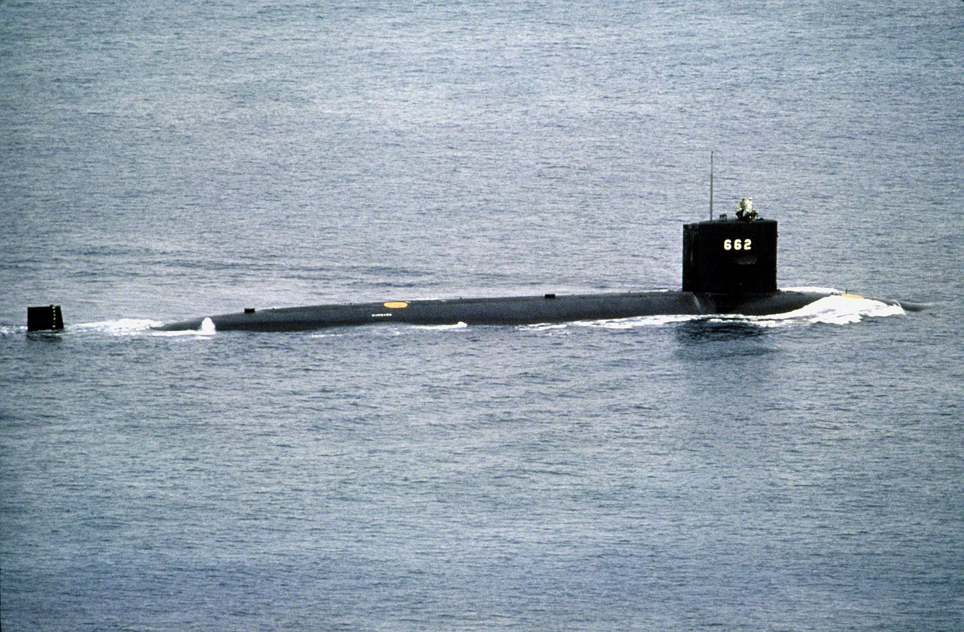 USS_Gurnard_(SSN-662)